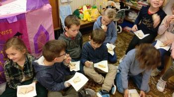 1ste communie brood delen_10