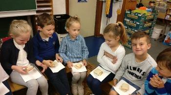 1ste communie brood delen_2