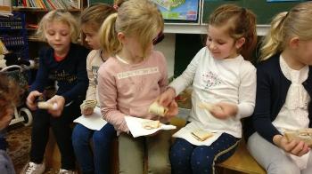 1ste communie brood delen_8